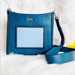 ❗️FINAL SALE❗️Michael Kors Pocket Crossbody Bag